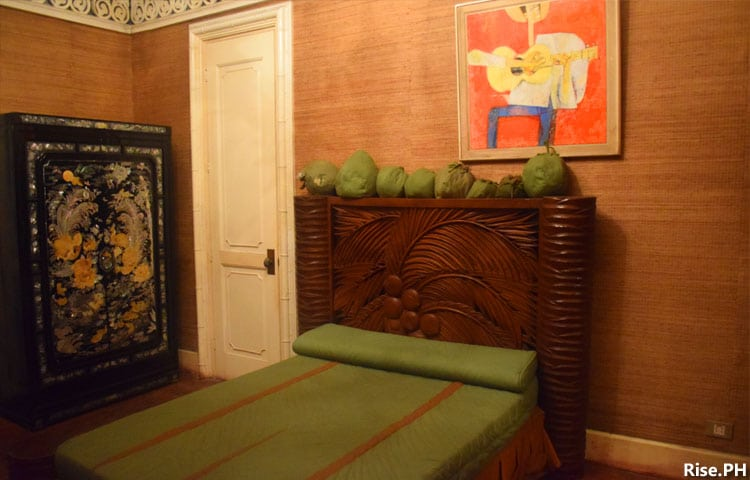 A room with coconut motif