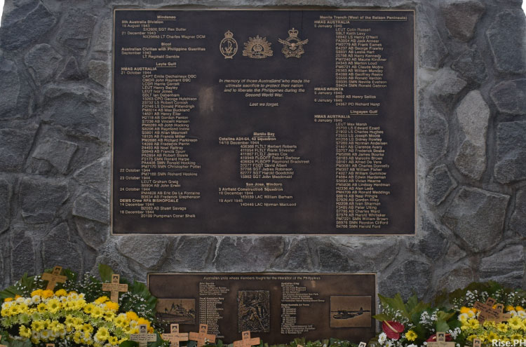 Australian soldiers in WW2 memorial