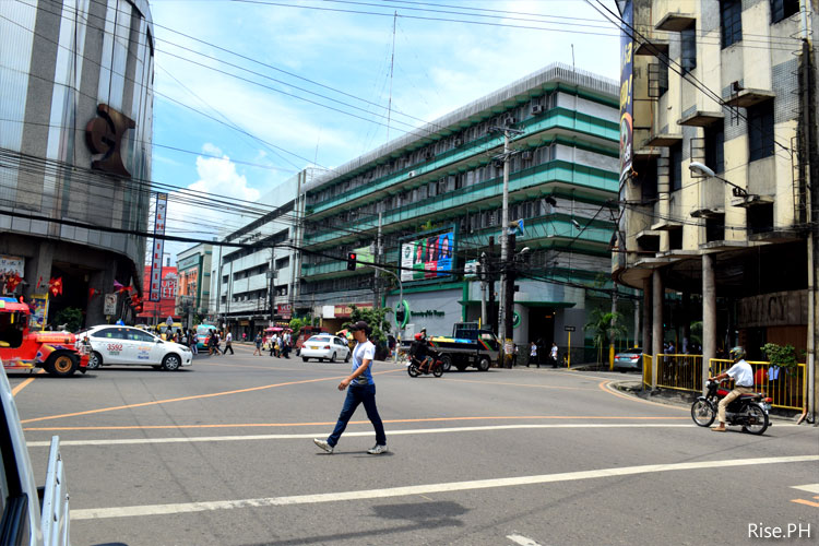 Crossing Colon Street