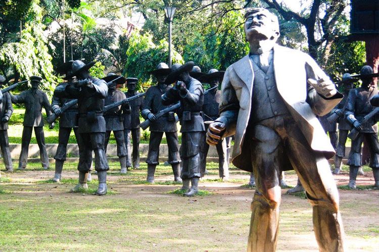 Life-size dioramas depicting Rizal's final moments