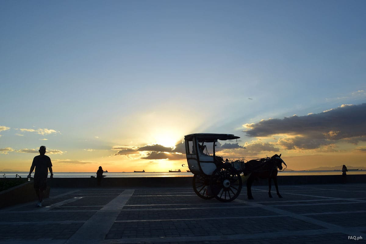 One of the best spots to watch the sun kisses the sea in the Philippines or probably in the world is at Manila Bay. Walk along Roxas Boulevard to catch the sunset is a must in your itinerary | Source Image: FAQ.ph