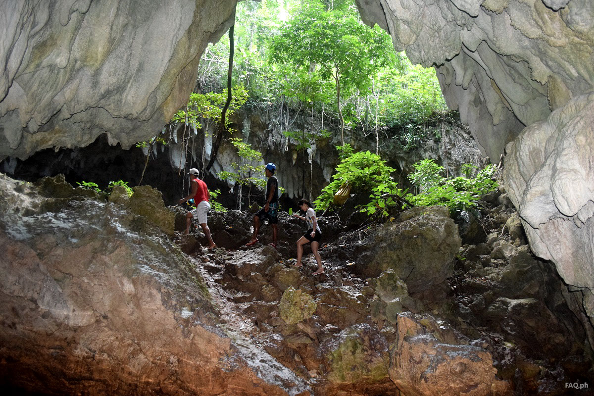 Linao cave arrival