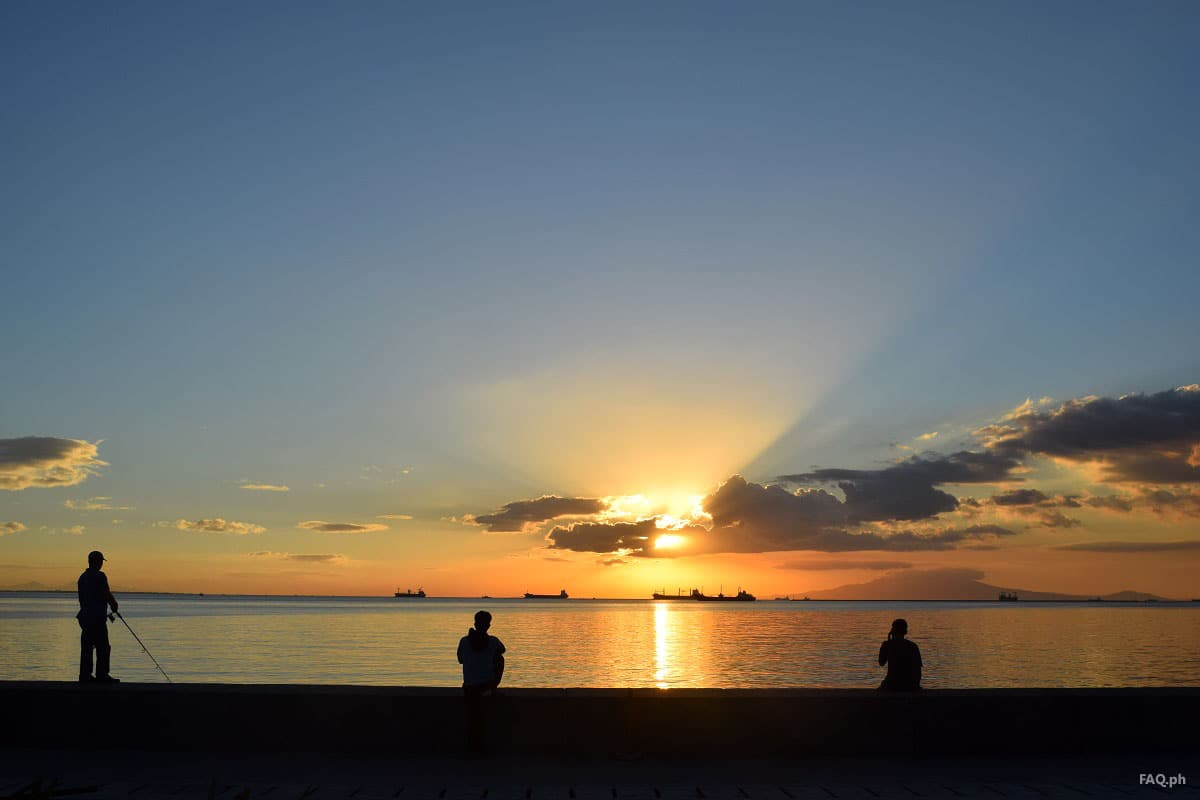 Watching the sunset at Manila Bay