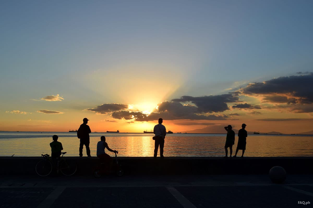 People watching the sunset at Manila Bay