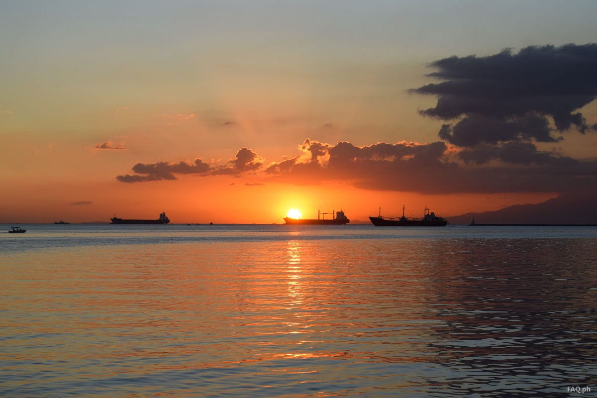 Sun kisses the sea at Manila Bay