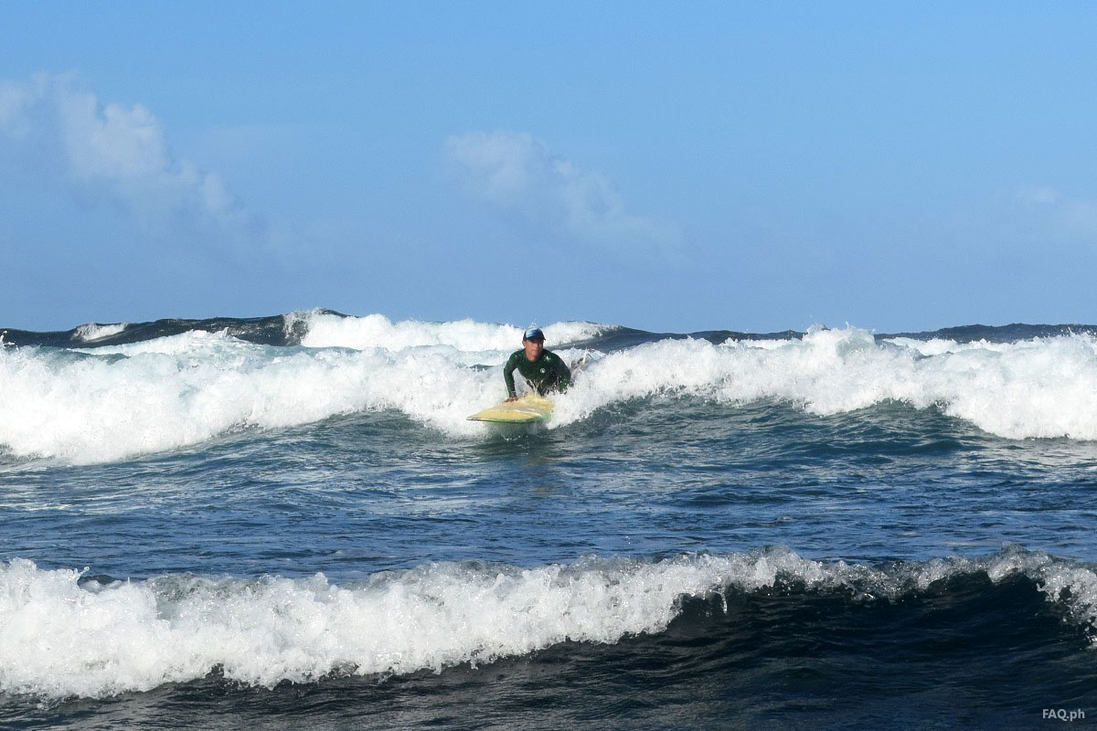 Surfing session in Calicoan