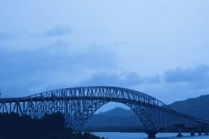 Crossing_the_San_Juanico_Bridge